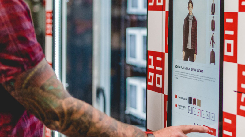 cropped uniqlo-to-go-vending-machines-designboom-1800.jpg