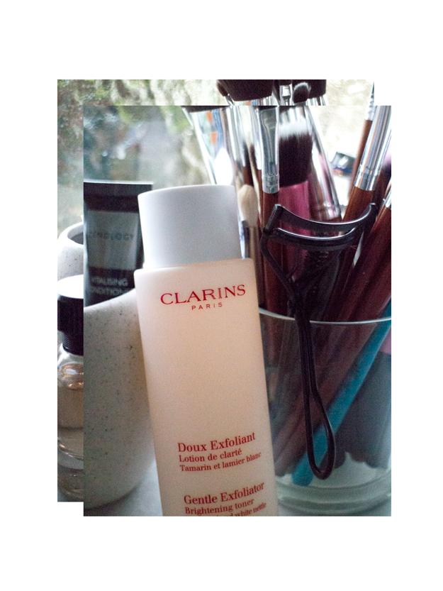 clarins-exfoliator-brightening-toner-review-danielletc.jpg