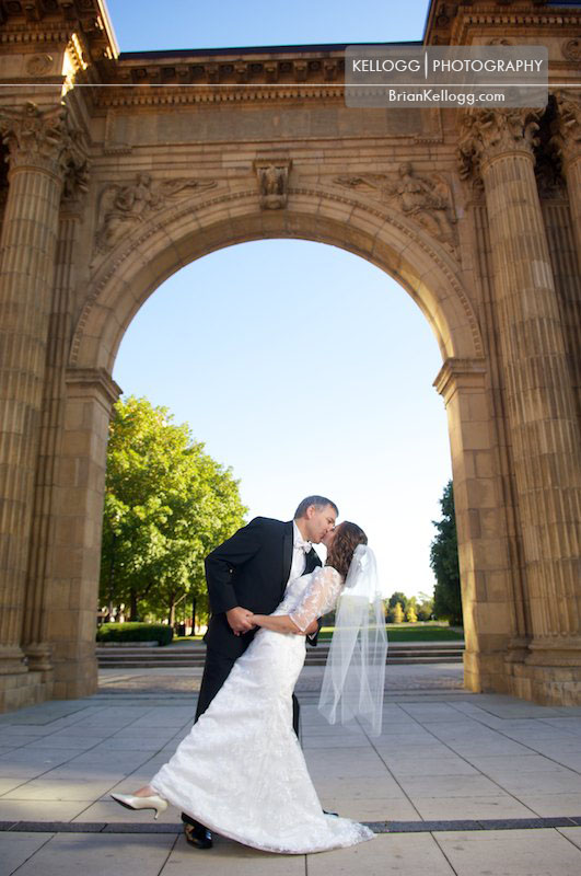 Nationwide Boulevard Archway Wedding