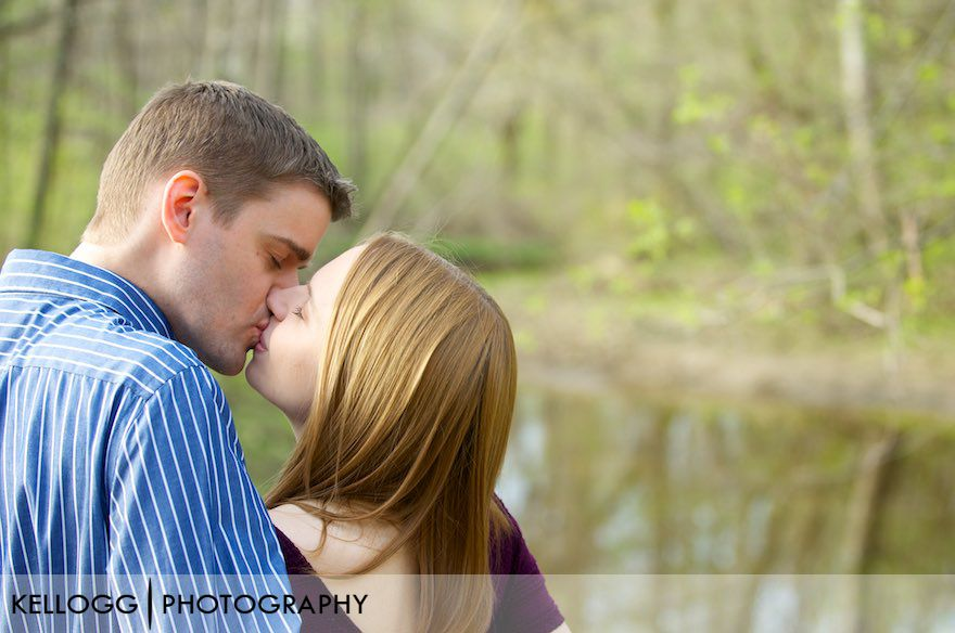 Columbus-Ohio-Engagement-Photos-10.jpg