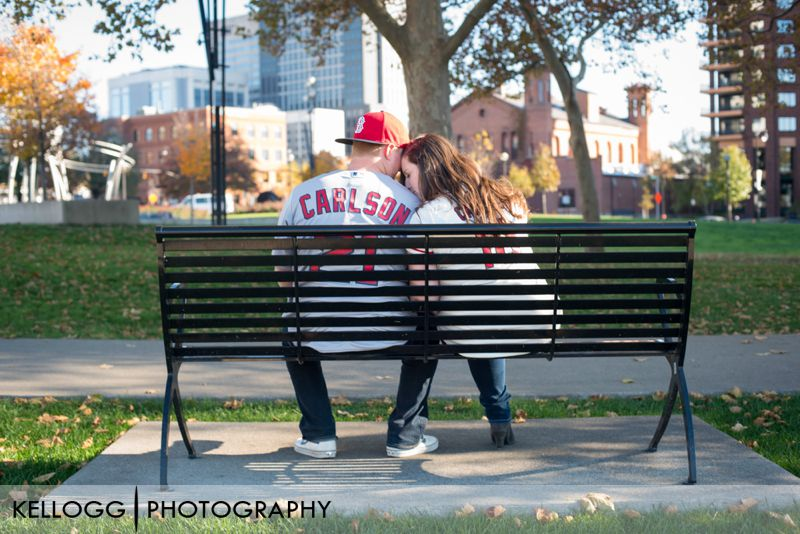 Scioto-Mile-Park-engagement-photo-02.jpg