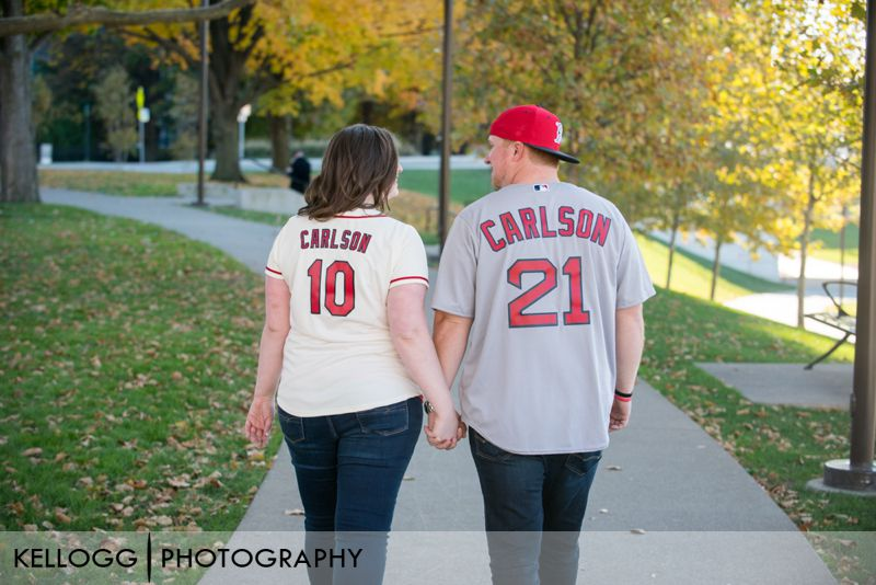 Scioto-Mile-Park-engagement-photo-03.jpg
