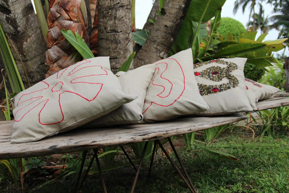 coussin rouge.jpg