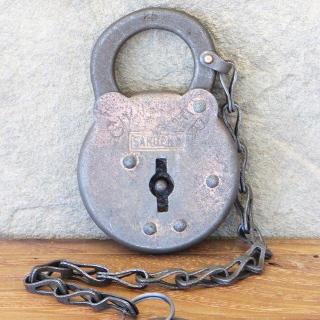 #antiquelock #etsyshop #padlock #vintagehardware #vintagemetal #vscovintage #dstexture #rusticdecor #etsylove #lovepadlocks