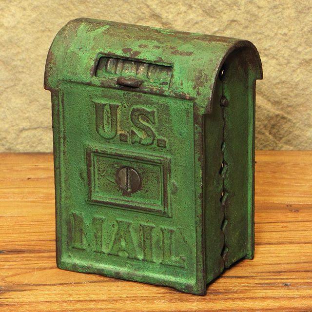 #vintagebank #etsyshop #shopsmall #vintagemetal #dscolor #vscovintage #usmail #thatsdarling #patina #coinbank #etsy