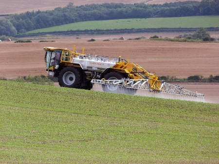 800px-Lite-Trac_Crop_Sprayer.jpg