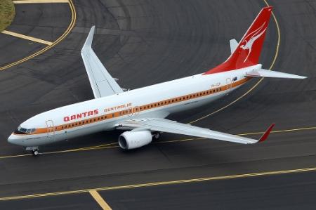 Qantas_Boeing_737-800_(VH-XZP)_retrojet.jpg