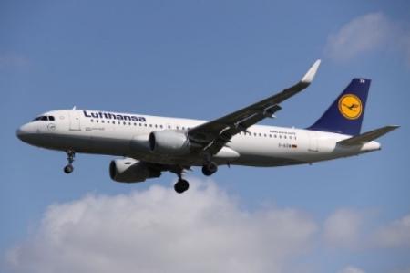 D-AIZW_Airbus_A.320SL_Lufthansa_(13895029054).jpg