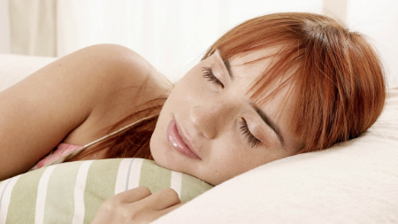 girl_sleeping_eyes_closed_pillow_bed_face_red_hair_77370_3840x2160.jpg