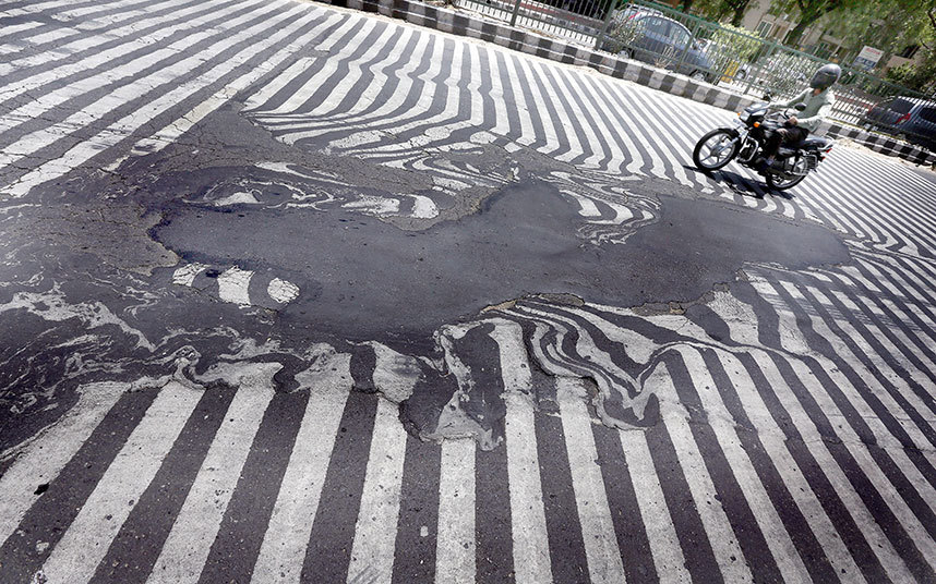 Road markings in India melting due to high temperatures. Picture: EPA/HARISH TYAGI
