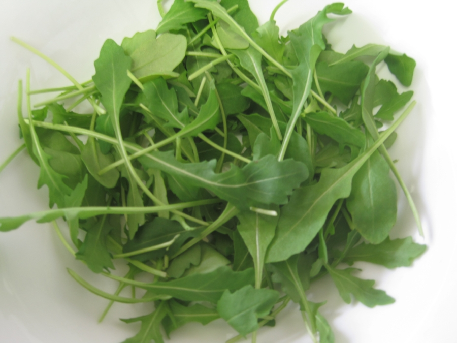 Arugula has a great zingy, peppery taste and can be eaten in so many ways! Add to a salad for a pop of flavor, braise or put on top of a pizza to take the guilt factor down.