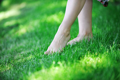 healthy-feet-grass-opt.jpg