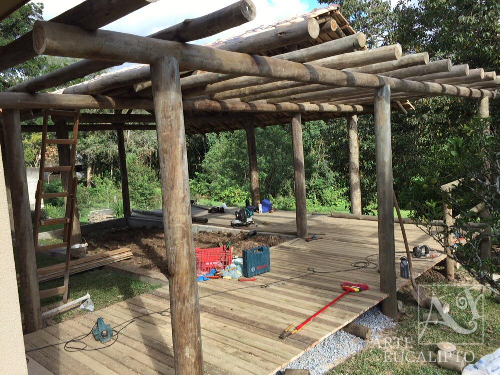 Pergolas de troncos prgola varanda em troncos de - Pergolas de troncos ...