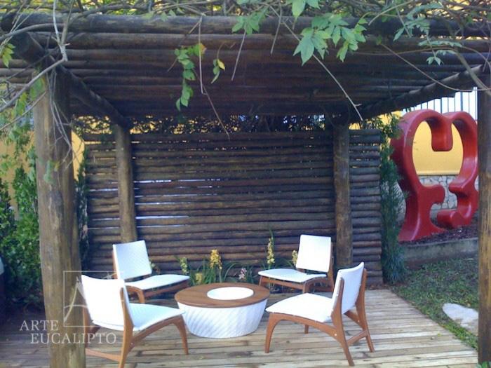 Pérgola Casa Cor + Breeze em troncos de eucalipto Citriodora Autoclavado