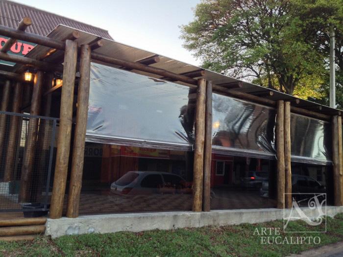 Pérgola com fechamento em vidro 8 mm Armazém Curitibano , Capão Raso - Pr