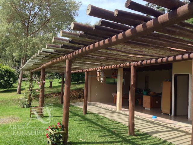 Pérgola varanda em troncos de Eucalipto Citriodora , Tijucas do Sul