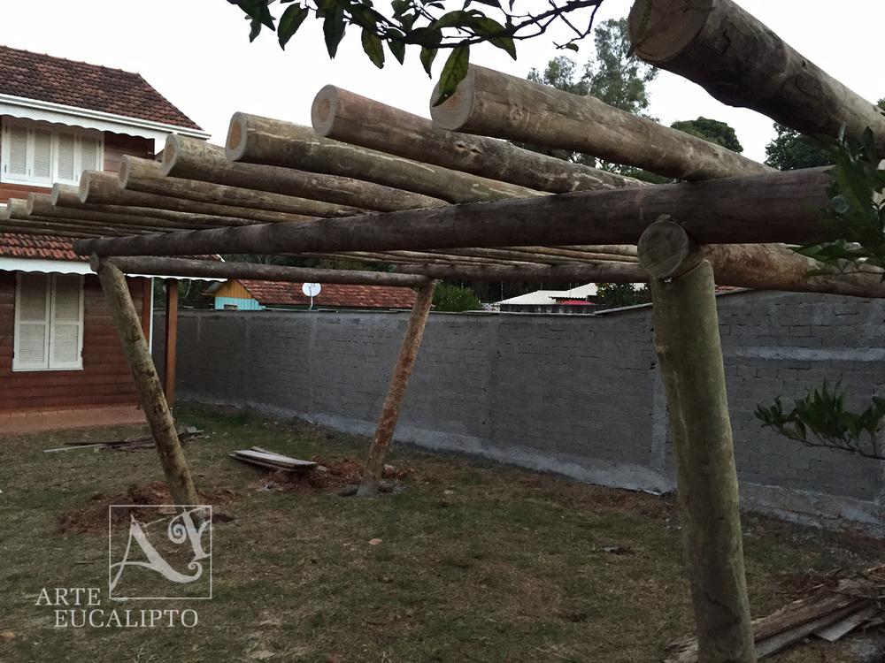 Pérgola pé direito em angulo Eucalipto Citriodora , Barigui , Curitiba - Pr