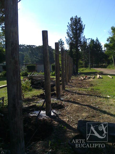 Inicio Cerca em troncos de Eucalipto Autoclavado , Piraquara - Pr