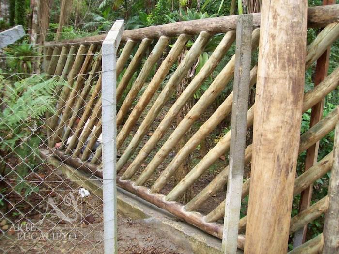 Portão em troncos de Eucalipto Autoclavado , Morretes - Pr