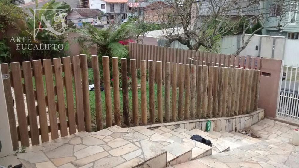 Cerca divisória em troncos de Eucalipto Autoclavado , Barrerinha - Pr