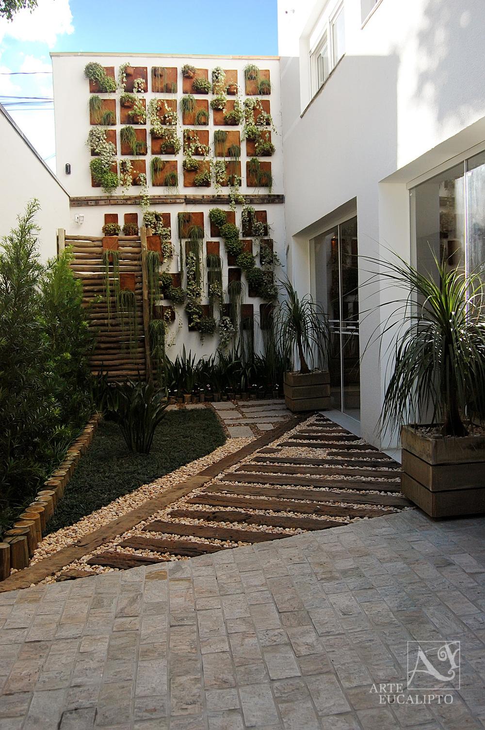 Ambiente compondo troncos de Eucalipto autoclavado + dormente de reciclagem , Bigorrilho Curitiba - Pr
