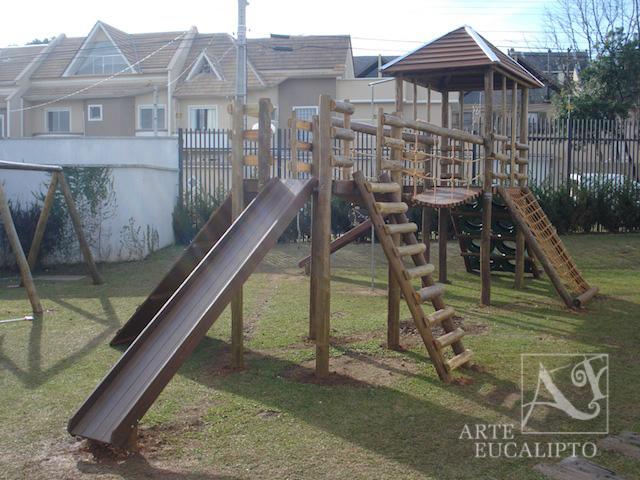 Playground em troncos de Eucalipto Autoclavado