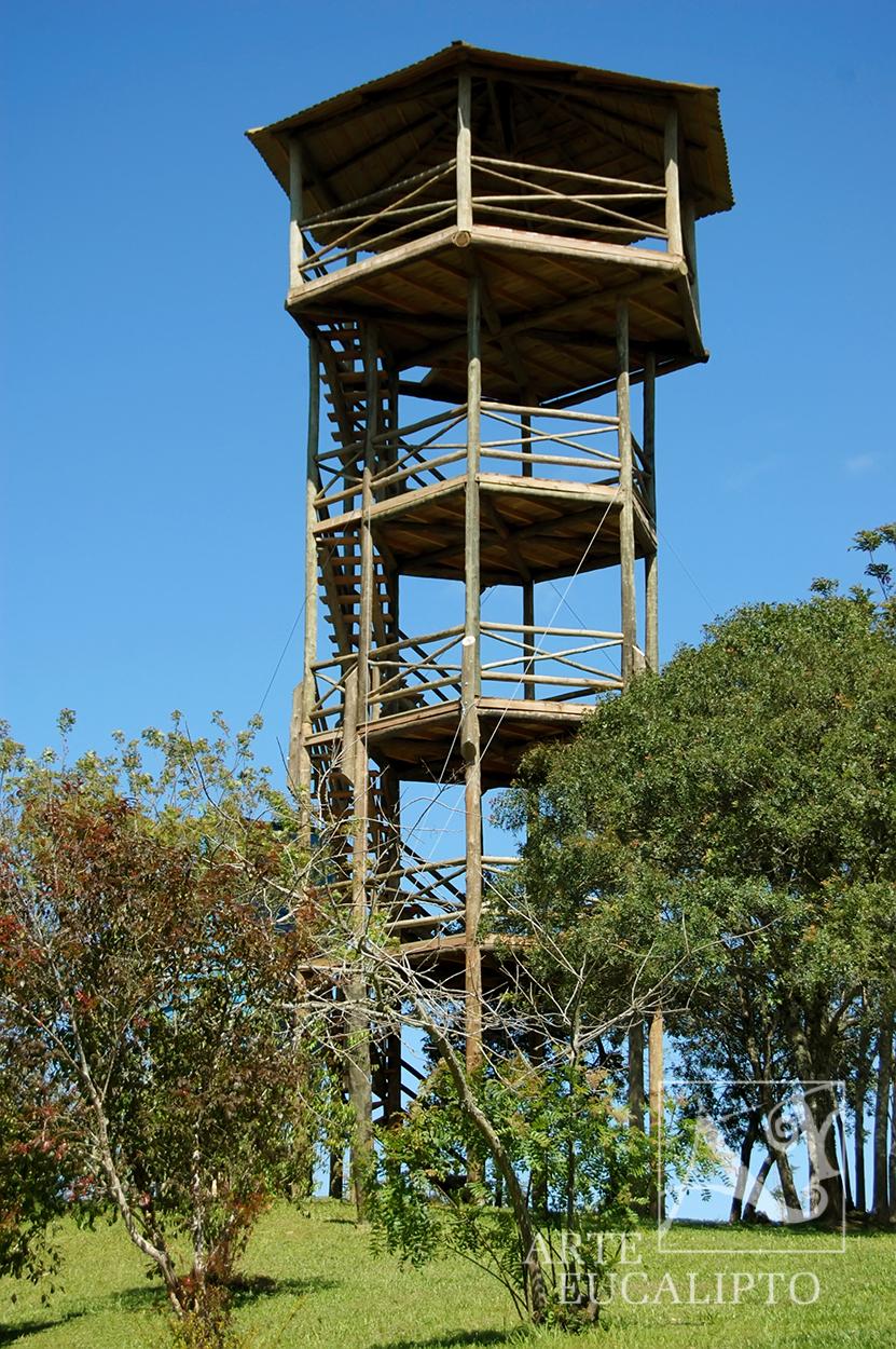 Mirante em troncos de Eucalipto Citriodora Autoclavado , Campo Magro - Pr