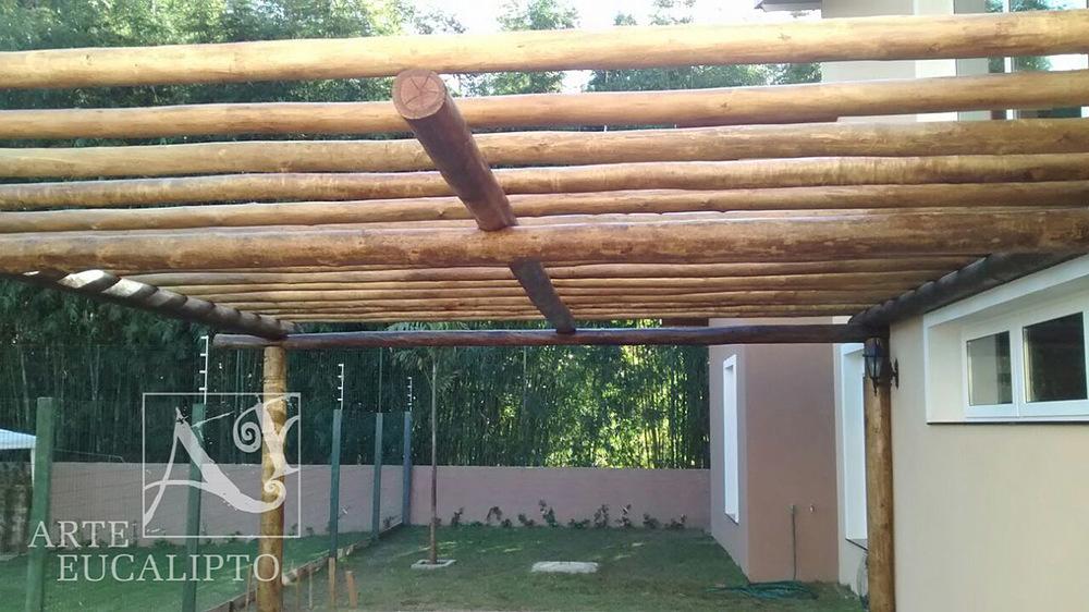 Pérgola garagem em troncos de Eucalipto Autoclavado Citriodora , Santa Felicidade , Curitiba - Pr