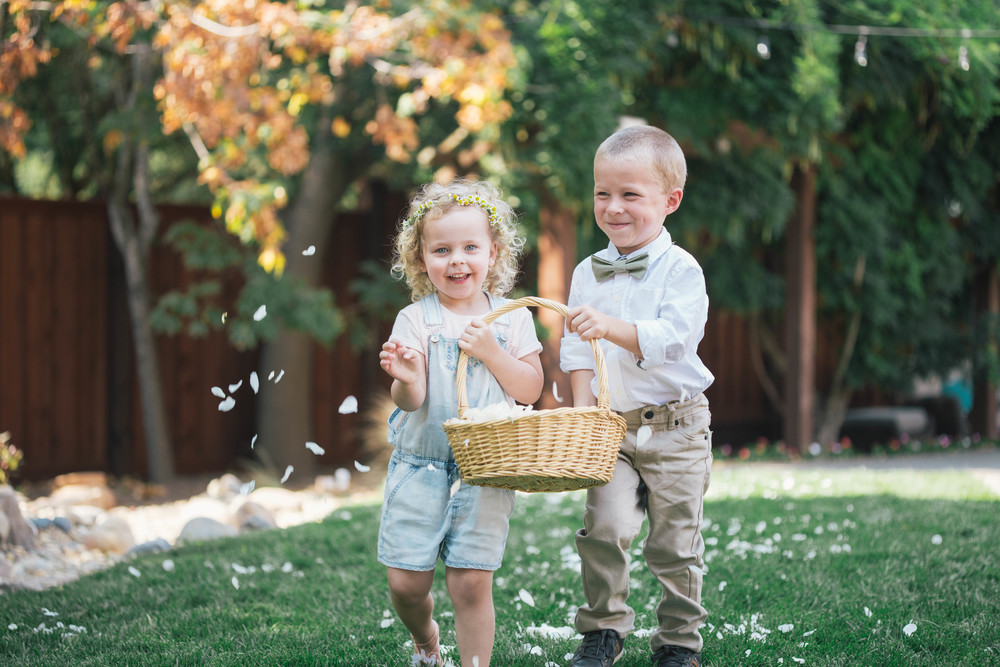 sonoma-county-wedding-photographer-backyard-ceremony-flower-girl