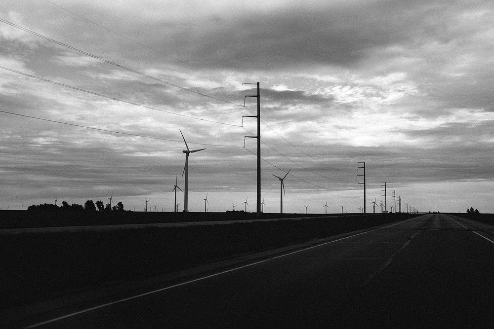 Windmill farms on I-90 in multiple locations between South Dakota and Minneapolis
