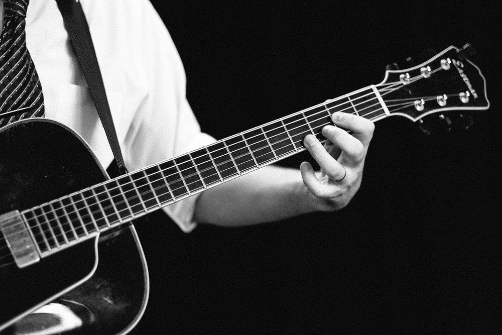 FUJI_XPro1_56_guitar-9283_1800.jpg