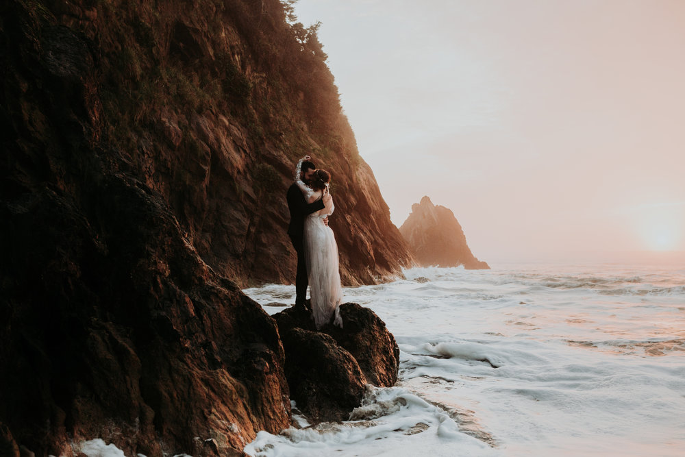 Grace and Jaden Photography- Best Places to Elope in Oregon- Hug Point (5)  .jpg