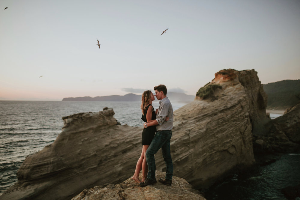 Best Places to Elope In Oregon- Cape Kiwanda Pacific City Oregon (3).jpg