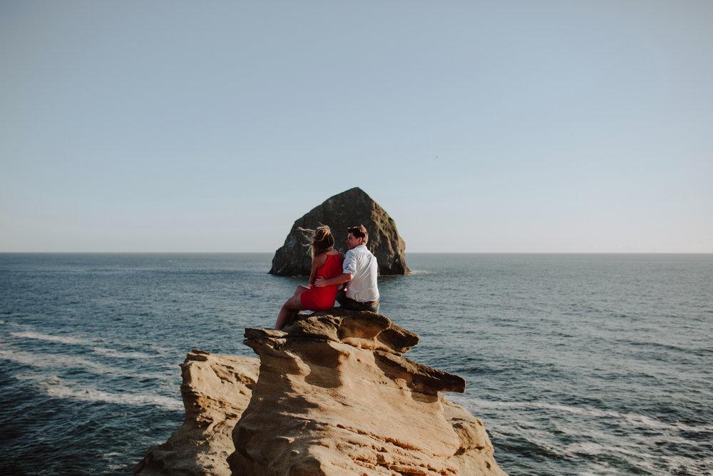Best Places to Elope In Oregon- Cape Kiwanda Pacific City Oregon (4)s.jpg