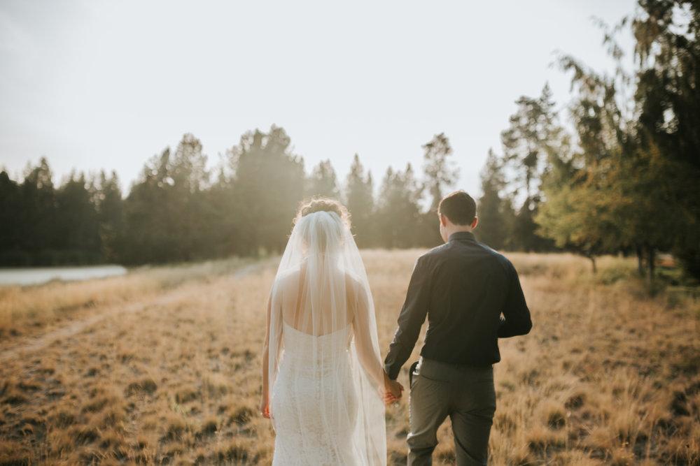 Sunriver Oregon Backyard Intamate Wedding- Grace and Jaden Photography (81).jpg