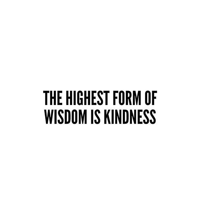 No confundas la suavidad por flaqueza, ni la sencillez con la debilidad. La verdadera fortaleza del alma se encuentra en la esencia de la Presencia misma #power #life #strongestwoman #believeinyourself #godinme #success #conscious #daibrand