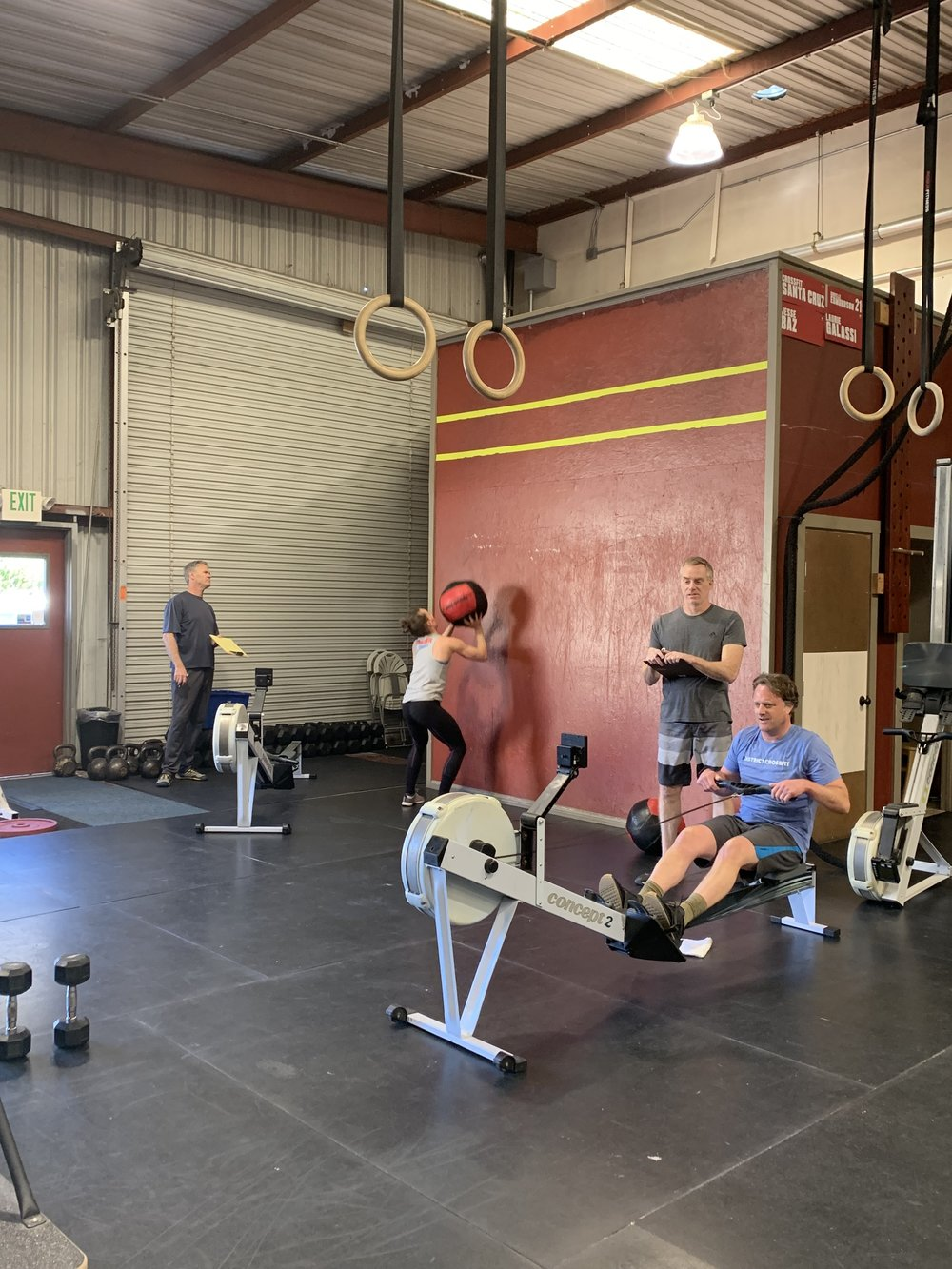 The 10 a.m. class doing Open Workout 19.1