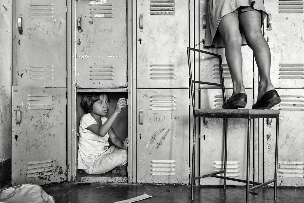 Reaching & Hiding by Alejandra López-Zaballa