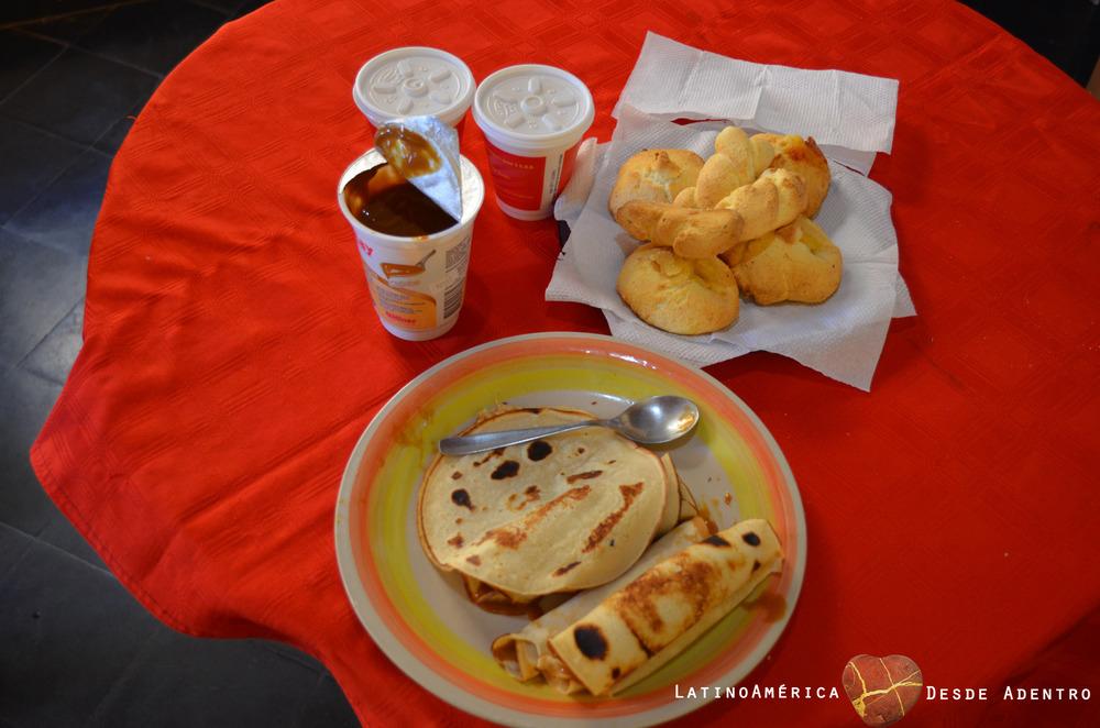 Chipa con Cocido y Panqueques de Dulce de Leche
