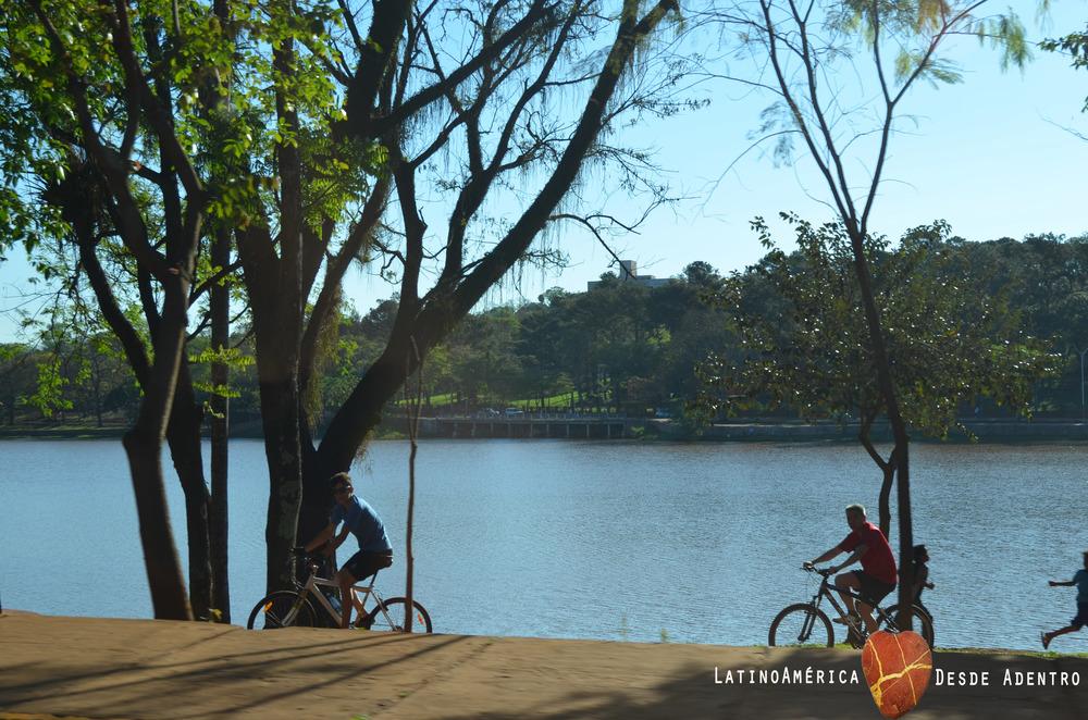 Ciclovia e Lago em Ciudad del Este