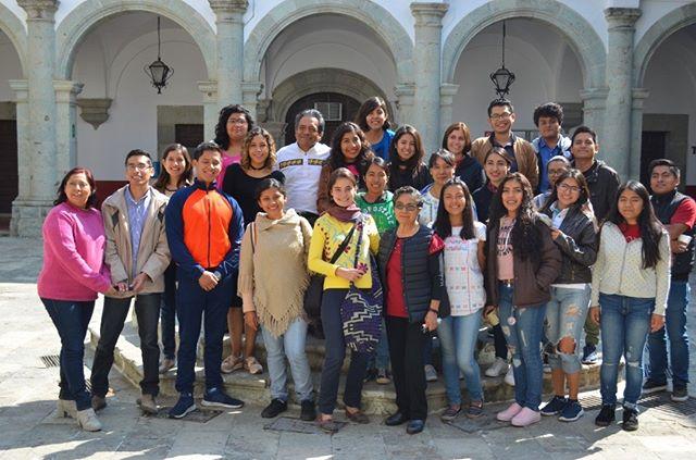 Feliz 2018 amigos!! Empezamos el año bien, con una pequeña conferencia con los alumnos de Gestión Cultural de la Universidad de Oaxaca. Con ellos pudimos ampliar nuestras visiones sobre LatinoAmérica y tener un mejor panorama sobre la identidad oaxaqueña. Gracias a la maestra Agustina por la oportunidad.