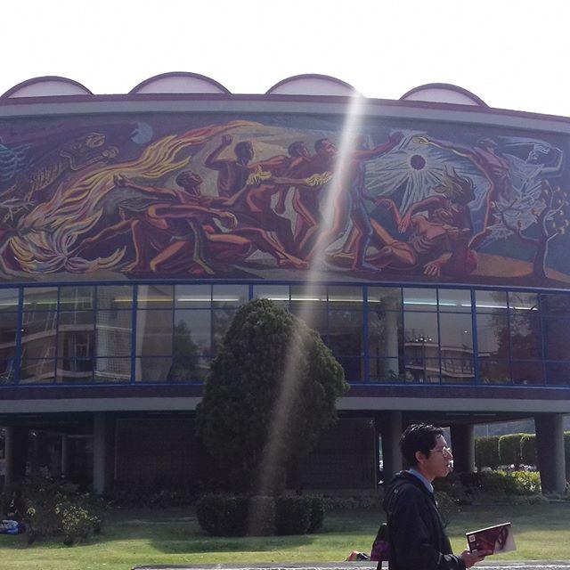 Cada rinconcito de esta universidad tiene arte.