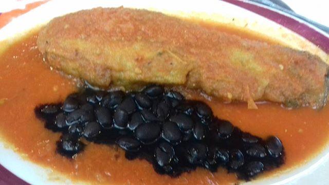 Huazontle, una planta pre hispanica, cercana al amaranto y prima de la quinoa. Aqui una receta de él, emcapeado y rellenado de queso con salsa de jitomate. Seguramente lo mas rico que he probado en Mexico.