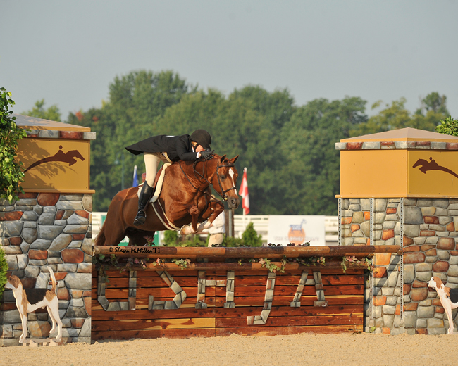 "Liza Richardson, Texas Hunter Breeding supporter, aboard series sponsor Olde Oaks Farm's ""Shine"""