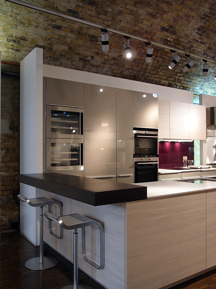 Poggenpohl kitchen showroom the kitchen designer for Kitchen design showroom