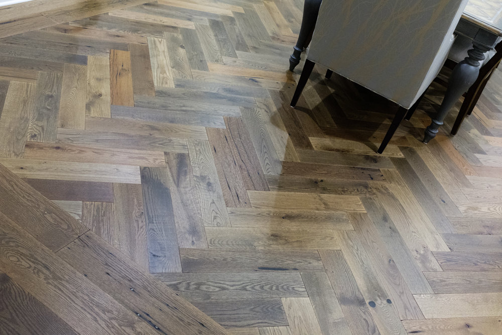 wood herringbone flooring