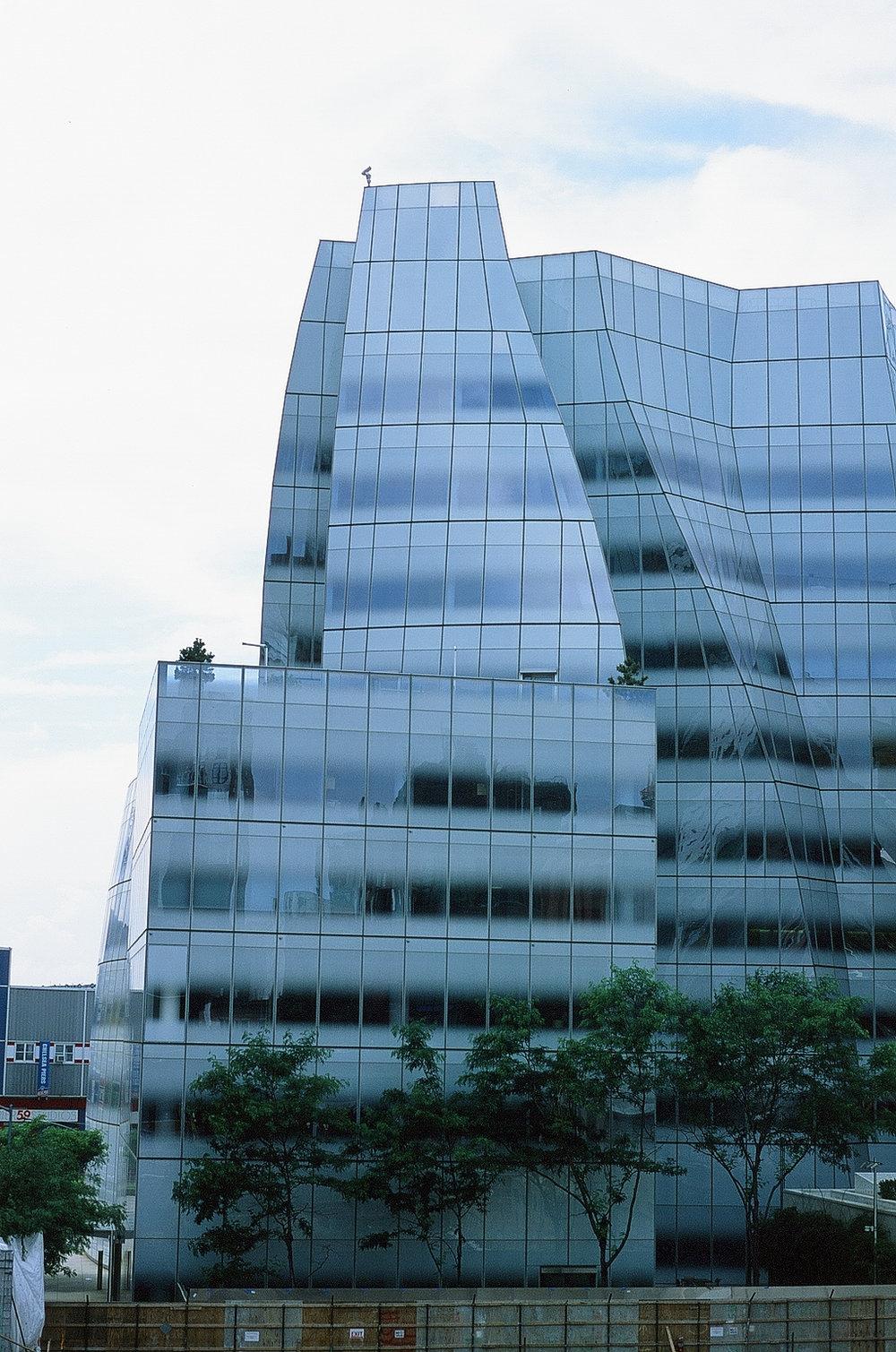 IAC Building, Frank Gehry - Highline, NYC    Provia 100F - Olympus OM10