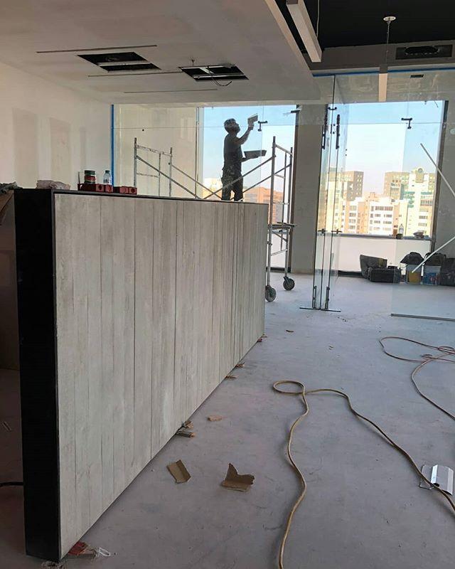 Visitando la instalación de la pared de Rokam para @arcomexico