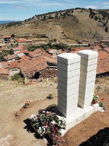 Moncalvillo Memorial to Edelmiro Abad Elvira - Moncalvillo de la Sierra, Burgos, Spain