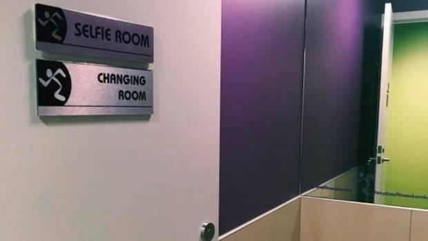 selfie room .jpg